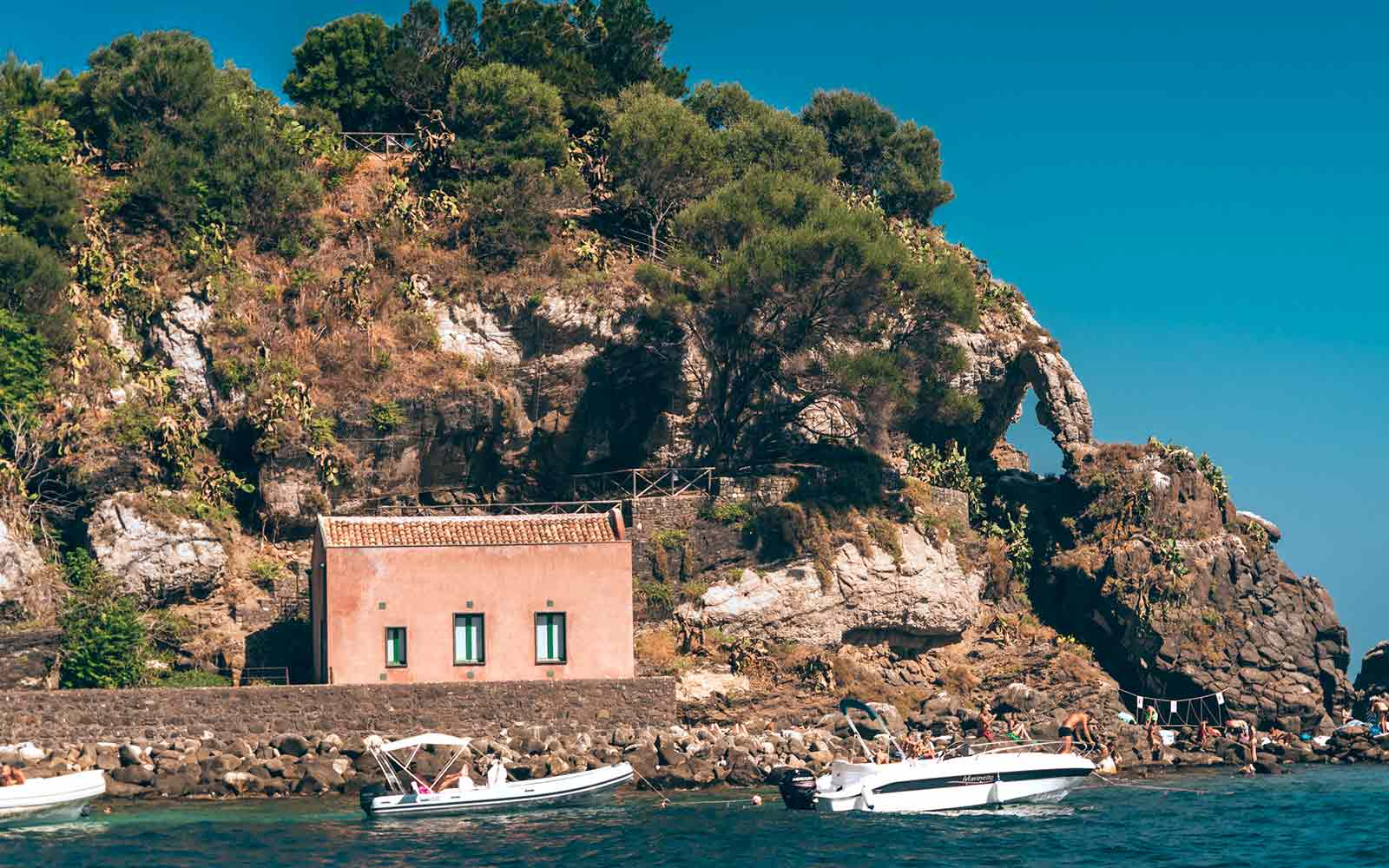 Isola Lachea, Acitrezza