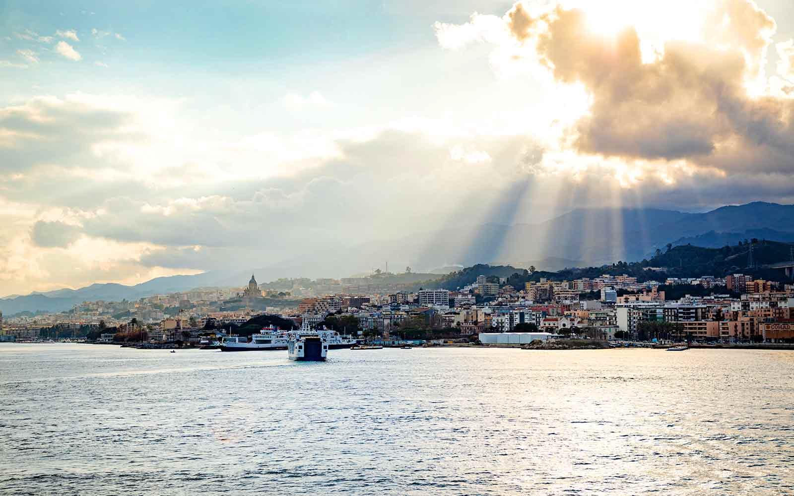 Vista su Messina dallo stretto