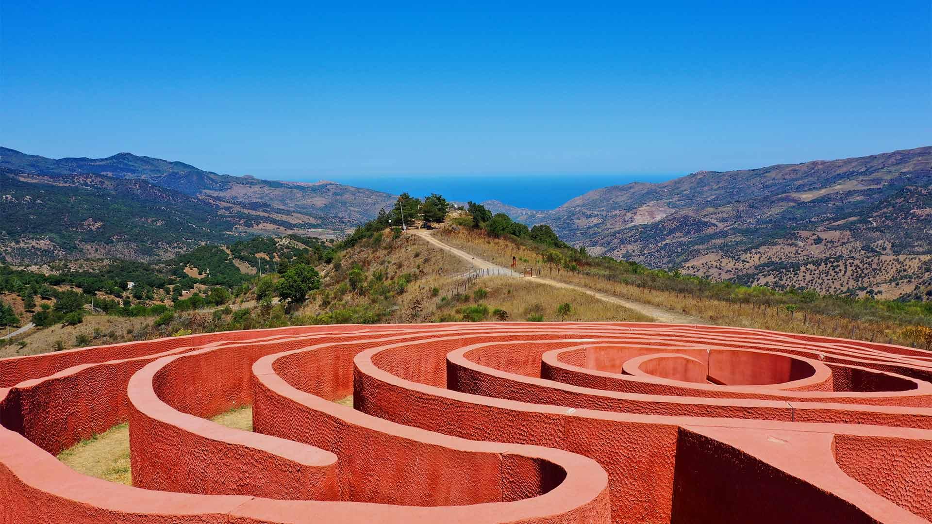 labirinto di Arianna, Viaggio in Sicilia