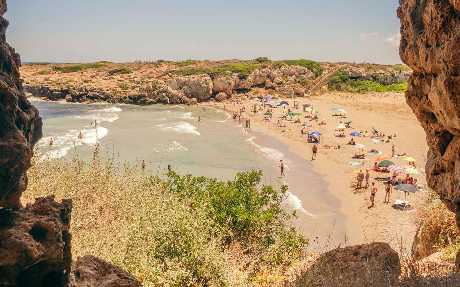 Vista sulla spiaggia di Calamosche - Foto di Emilio Messina